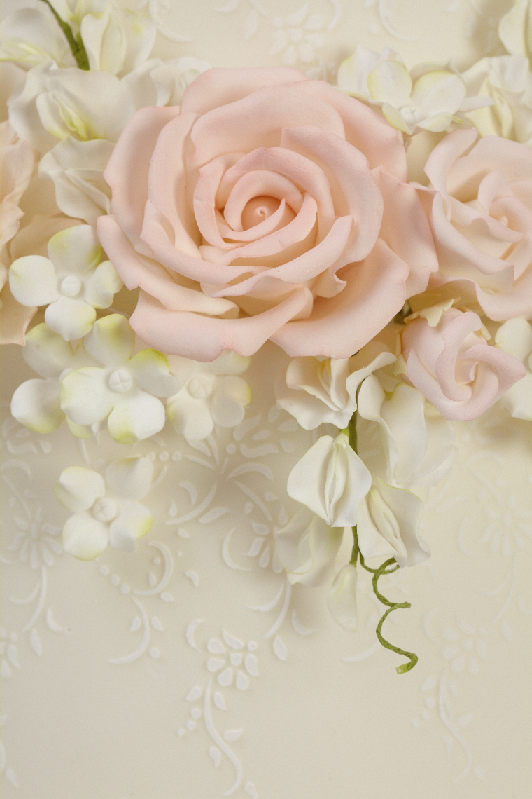 2013_01_30 Peggy Porschen_Floral wedding cake collection_Blushing Blooms13409.jpg