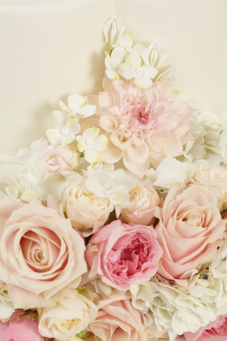 2013_01_30 Peggy Porschen_Floral wedding cake collection_Blushing Blooms13413.jpg