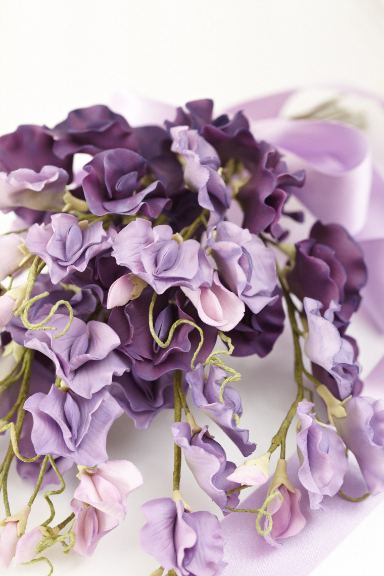 2013_01_30 Peggy Porschen_Floral wedding cake collection_Purple sweet peas13012.jpg