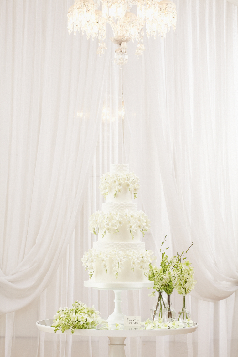 2013_01_30 Peggy Porschen_Floral wedding cake collection_White_Orchivd13090.jpg