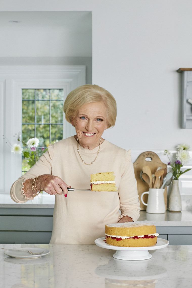 2017_10_02_Mary_Berry_Classics_Cover_Cakes_728