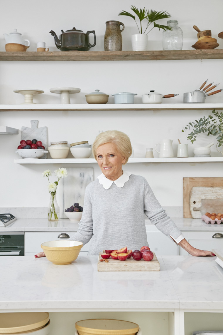 2017_10_02_Mary_Berry_Classics_Cover_Crumble__01120