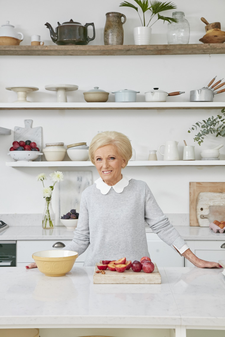 2017_10_02_Mary_Berry_Classics_Cover_Crumble__01124
