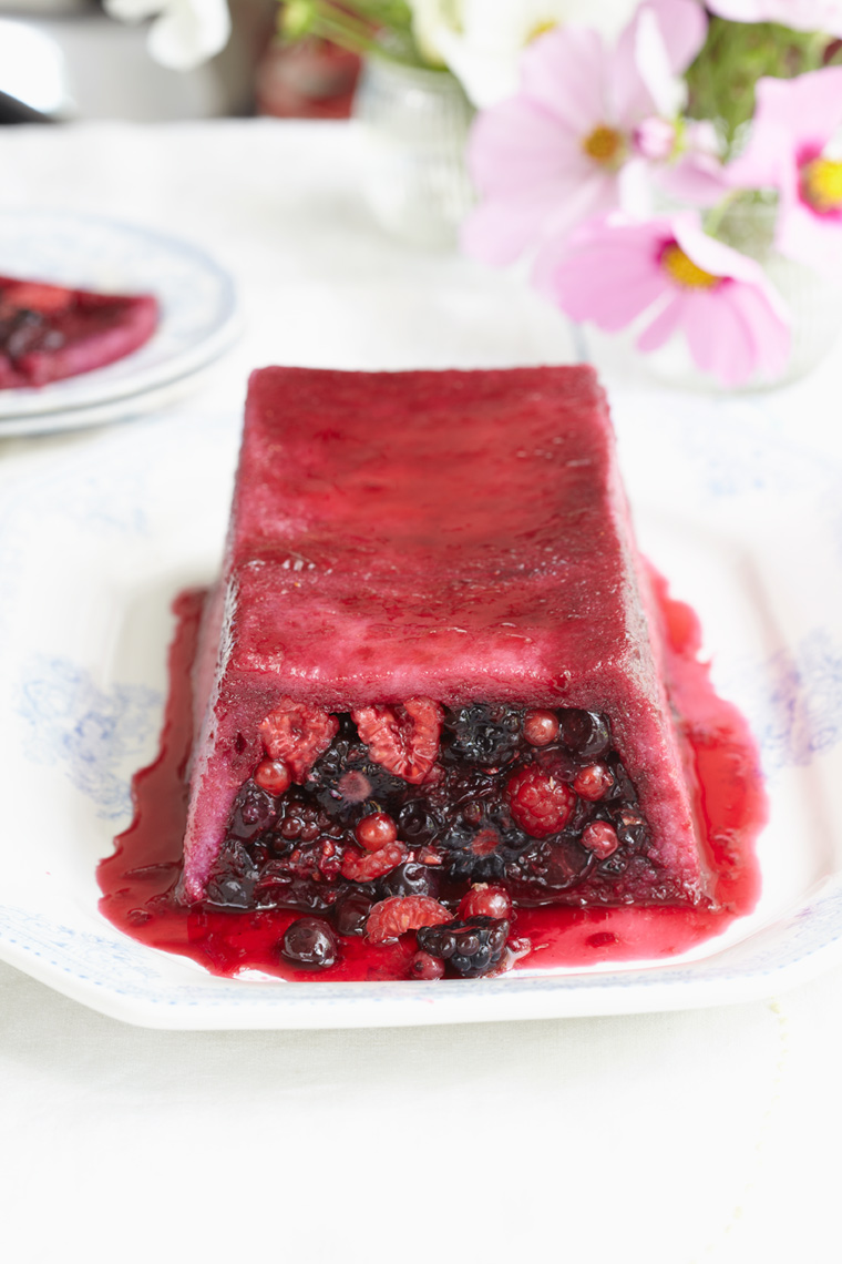 cold-deserts_summer-pudding-loaf_6584.jpg